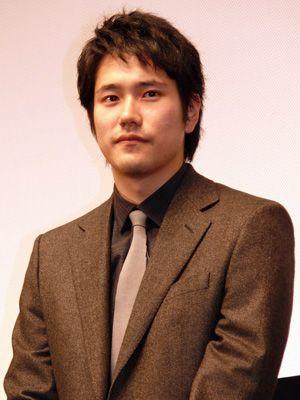 「どうして日本の方が後なのか……」と困惑気味の松山ケンイチ