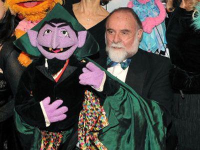 ジェリー・ネルソンさんと、代表的なキャラクターであるカウント伯爵