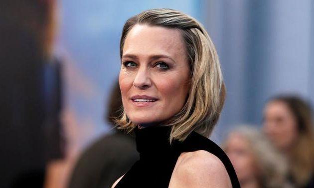 12月4日、米Netflixは、主演俳優ケヴィン・スペイシーのセクハラ・スキャンダルを受け、人気ドラマ「ハウス・オブ・カード 野望の階段」の最終シーズンは女優ロビン・ライト(写真)を中心に据える内容とし、来年製作を開始すると発表した。写真は5月撮影