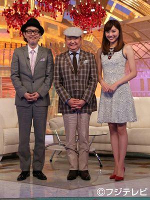約1年ぶりにテレビ出演した大塚範一キャスター - MCのリリー・フランキー(左)と山岸舞彩(右)