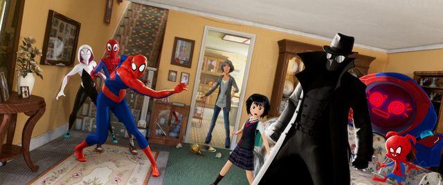 様々な次元のスパイダーマン6人が集結!