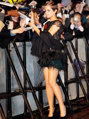 セクシーなファッションでファンサービスするエマ・ワトソン