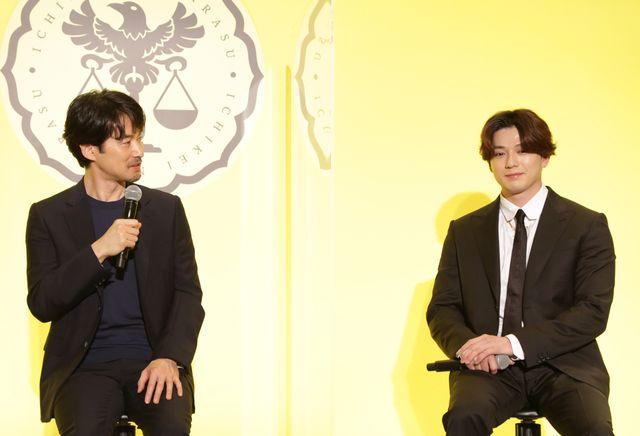 月9「イチケイのカラス」リモート記者会見に出席した主演の竹野内豊、共演の新田真剣佑