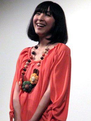 夫でスタイリストの伊賀大介氏との新居も風水サイトで占った(?)麻生久美子