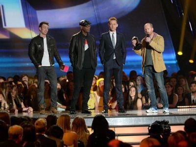 続編の撮影も決定している『アベンジャーズ』の勢いは止まらない! - 授賞式の様子 - 左からクリス・エヴァンス、サミュエル・L・ジャクソン、トム・ヒドルストン、ジョス・ウェドン監督