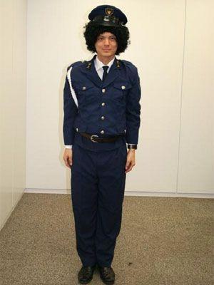 アフロの警察官。イメージ図……。