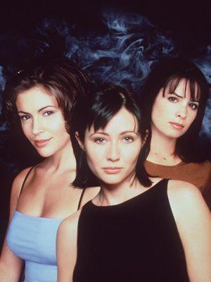 オリジナル版「チャームド~魔女3姉妹」 - 左からアリッサ・ミラノ、シャナン・ドハティ、ホリー・マリー・コムズ