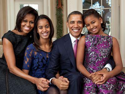「映画『ドゥ・ザ・ライト・シング』は最高だよ」 - (左から)ファーストレディーのミシェル・オバマ、長女マリア・オバマ、オバマ米大統領、次女サーシャ・オバマ