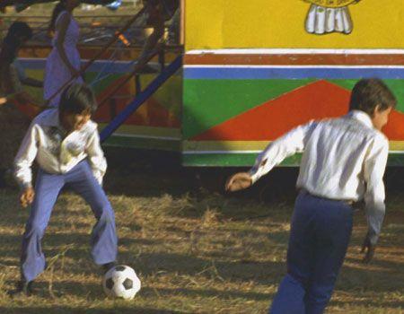 『フランシスコの2人の息子』より-サッカーをしているのはロナウジーニョではありません