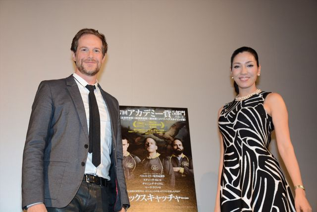 ベネット・ミラー監督の言葉を伝えたセオドール・ミラーと妻のアンミカ