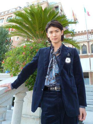 ベネチアでインタビューに応じた三浦春馬