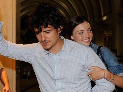 新婚旅行中のラブラブなオーランドとミランダ