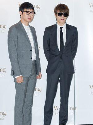結婚式に出席したパク・ユチョン(左)とキム・ジェジュン