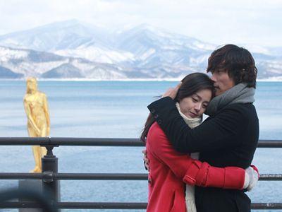 田沢湖を背にして、抱擁を再現してみたい!? キム・テヒ&イ・ビョンホン
