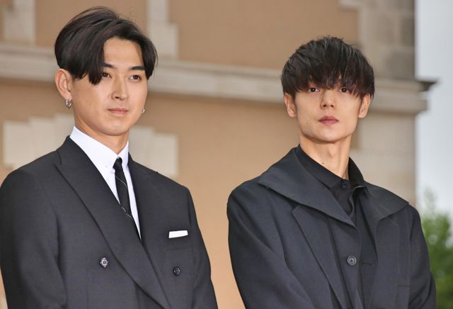 主人公カネキ役の窪田正孝(右)と、宿敵・月山習役の松田翔太