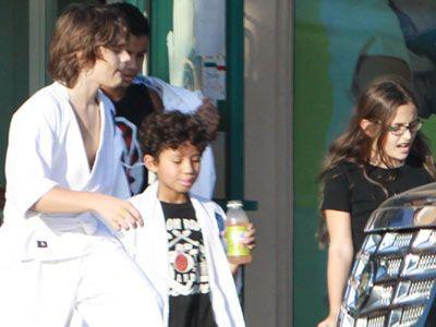 故マイケル・ジャクソンさんの子ども、プリンスくんとパリスちゃんが空手教室に通っている様子