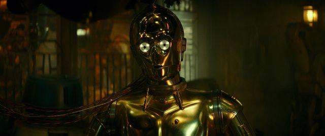 予告編にも登場したC-3POの本編シーンが公開