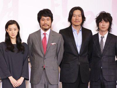 (左から)蒼井優、松山ケンイチ、豊川悦司、新井浩文