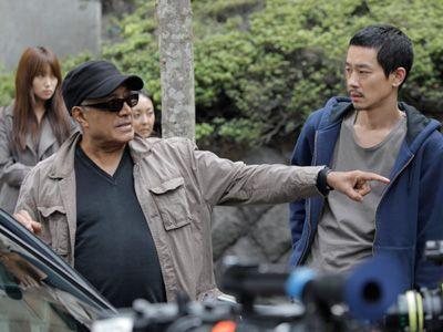 出演者の一人、加瀬亮を演出しているキアロスタミ監督