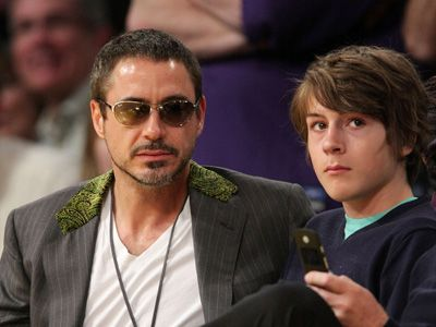 ロバート・ダウニー・Jrと、逮捕された息子のインディオ(右) - (2008年撮影)