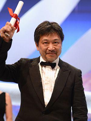受賞を喜ぶ是枝裕和監督-第66回カンヌ国際映画祭