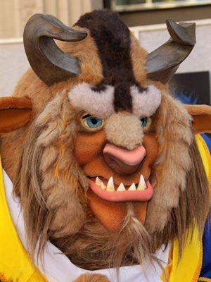 ディズニーランドにいる実写化「野獣」はこんな感じですが、はたして…?