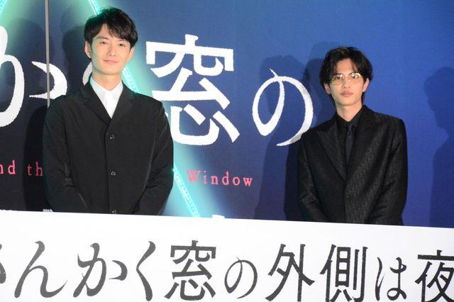 『さんかく窓の外側は夜』にダブル主演した岡田将生と志尊淳