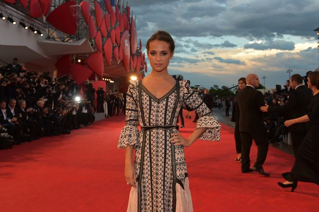 23724-Red_Carpet_-_The_Danish_Girl_-_A._Vikander_-____la_Biennale_di_Venezia_-_Foto_ASAC.JPG