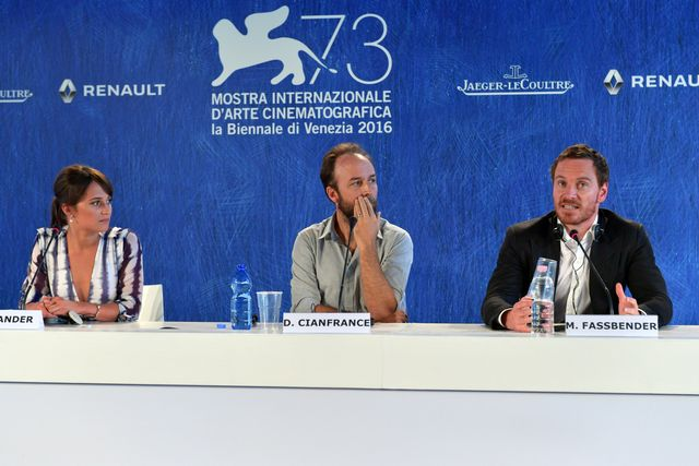 30058-Press_Conference_-_The_Light_Between_Oceans_-_Alicia_Vikander_-_Derek_Cianfrance_-_Michael_Fassbender_-_la_Biennale_di_Venezia_-_foto_ASAC.JPG