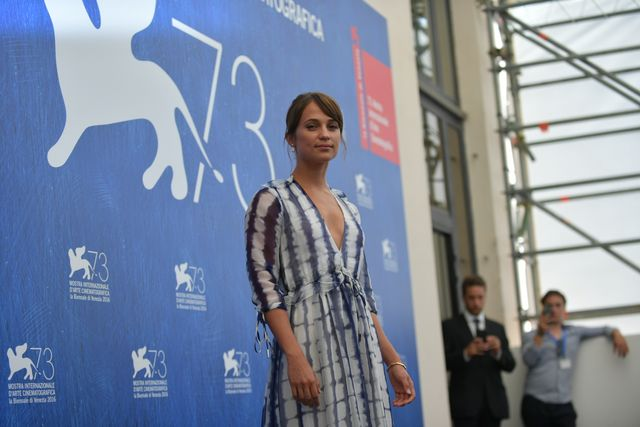 29908-Photocall_-_The_Light_Between_Oceans_-_Alicia_Vikander_-_la_Biennale_di_Venezia_-_foto_ASAC__3_.JPG