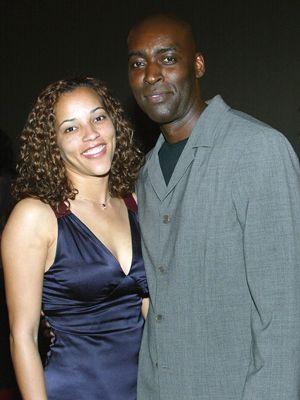 マイケル・ジェイス(右)と亡くなった彼の妻エイプリルさん(左)