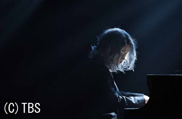 本作のためにピアノを特訓した綾野剛