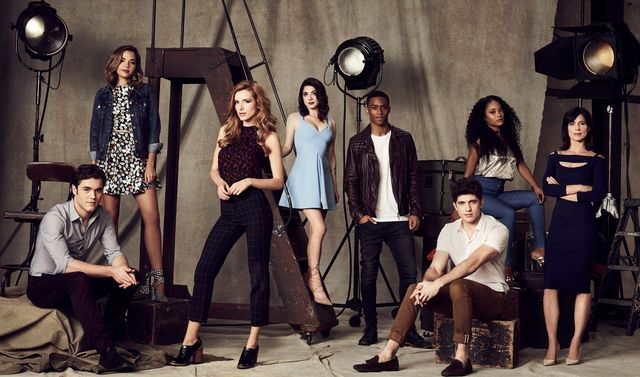 「Famous in Love」シーズン1より