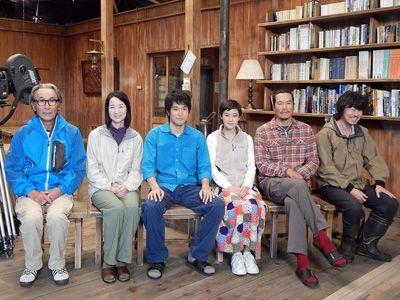 (左から)木村大作監督、檀ふみ、松山ケンイチ、蒼井優、豊川悦司、新井浩文