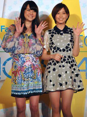 台湾で熱烈歓迎を受けた加賀美セイラと本田翼(左から)