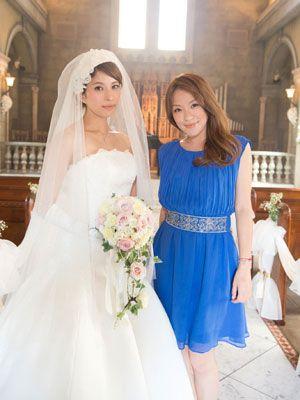 ウエディングドレス姿を披露した上原多香子(左)と今井絵理子