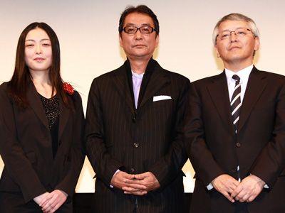 写真は左から、活弁士の佐々木、滝田監督、TBSの信国一朗氏
