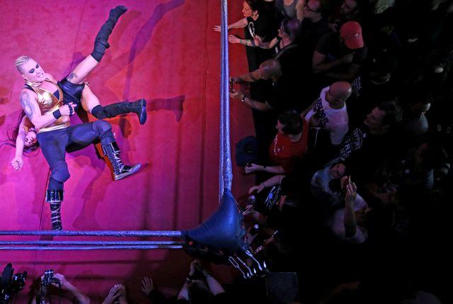 女子プロレスを題材にした米ネットドラマが追い風となっているという。写真はロンドンで今月12日撮影