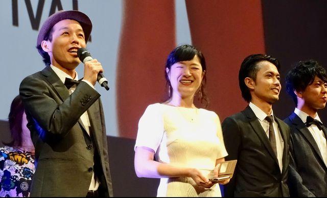 舞台挨拶をする(左から)上田慎一郎、しゅはまはるみ、大沢真一郎、市原洋