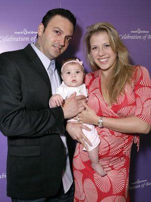 ステファニーとセット・デザイナーのコーディ・ハーピン、二人の娘ゾーイ