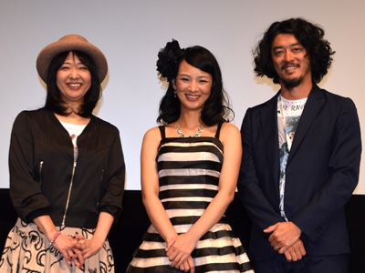 『捨てがたき人々』のジャパンプレミアに登場した(左から)美保純、三輪ひとみ、榊英雄