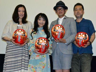 最多4部門受賞の『ヘヴンズ ストーリー』、左より寉岡萌希、山崎ハコ、長谷川朝晴、瀬々敬久監督