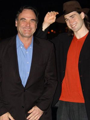 オリヴァー・ストーン監督と息子のショーン・ストーン