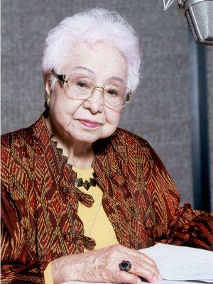 「宮沢賢治の魅力」シリーズ朗読レコーディング中の長岡輝子さん