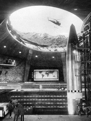 ジェームズ・ボンドが新燃岳で見つけたミサイル基地-映画『007は二度死ぬ』より