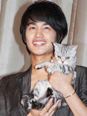 猫界のスーパースター、ナッツと中村蒼