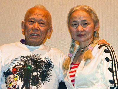 篠原有司男と、その妻である篠原乃り子