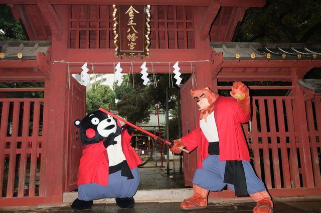 熊徹の剣を熊本特産の赤ナスで受け止めるくまモン