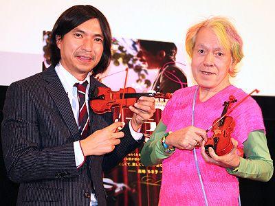 相変わらずのペースでイベントを盛り上げた(!?)ふかわりょうと志茂田景樹(左から)