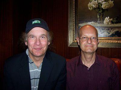 ロバート・ケイン・パパス監督(左)、マサチューセッツ工科大学のレオナルド・ガレンテ教授(右)